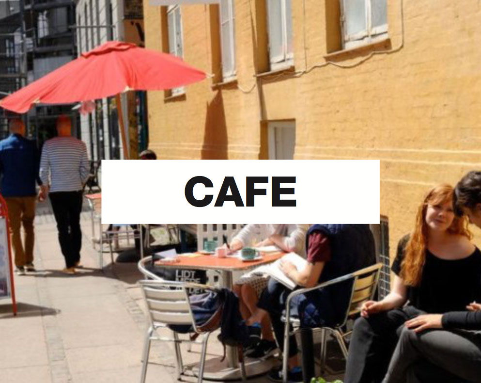 Guests enjoying a coffee on a sunny day outside of Café Mellemrummet at Globalhagen in Copenhagen